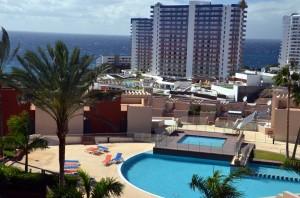 terras: zicht op zee en Hard-Rock-Hotel